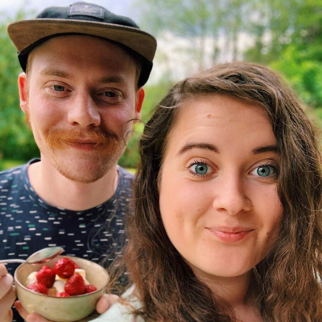 Vår midsommar består av stuga, sill och bastu. Och såklart jordgubbar. Glad midsommar!