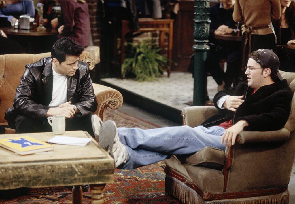 """Friends bearbetar """"Tänk om""""-scenariet i alternativa tidslinjer i två avsnitt."""