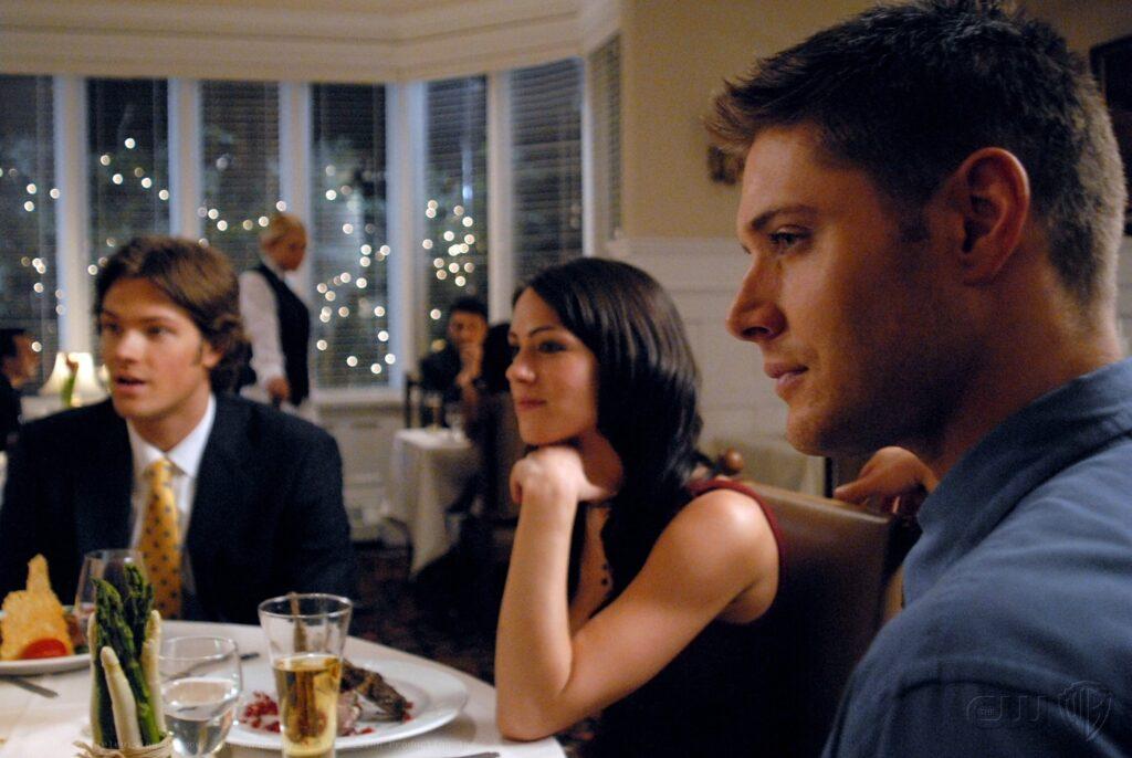 Dean och Sam träffas för att fira deras mamma födelsedag.