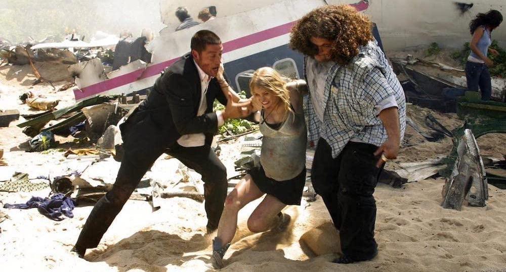 Jack och Hurley hjälper Claire från flygkraschen