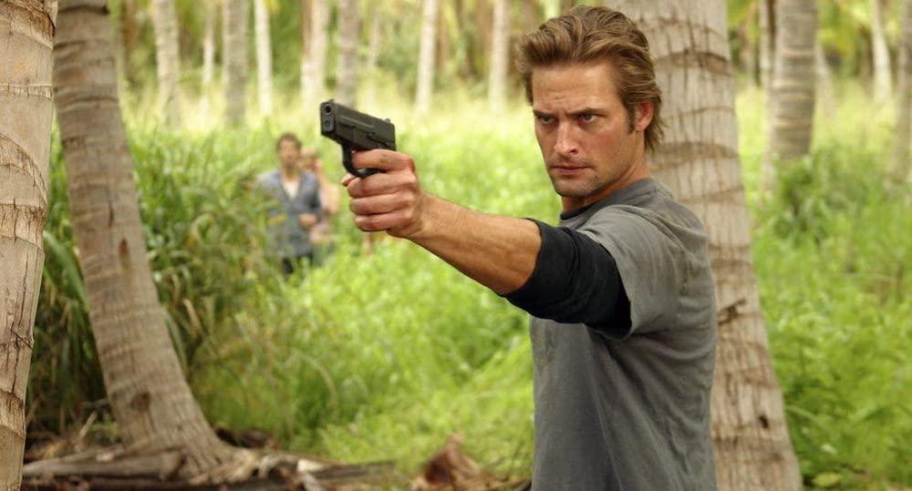 Jack håller i en pistol
